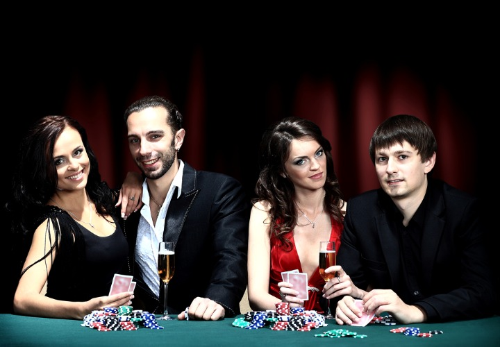 4. Strip Poker para parejas